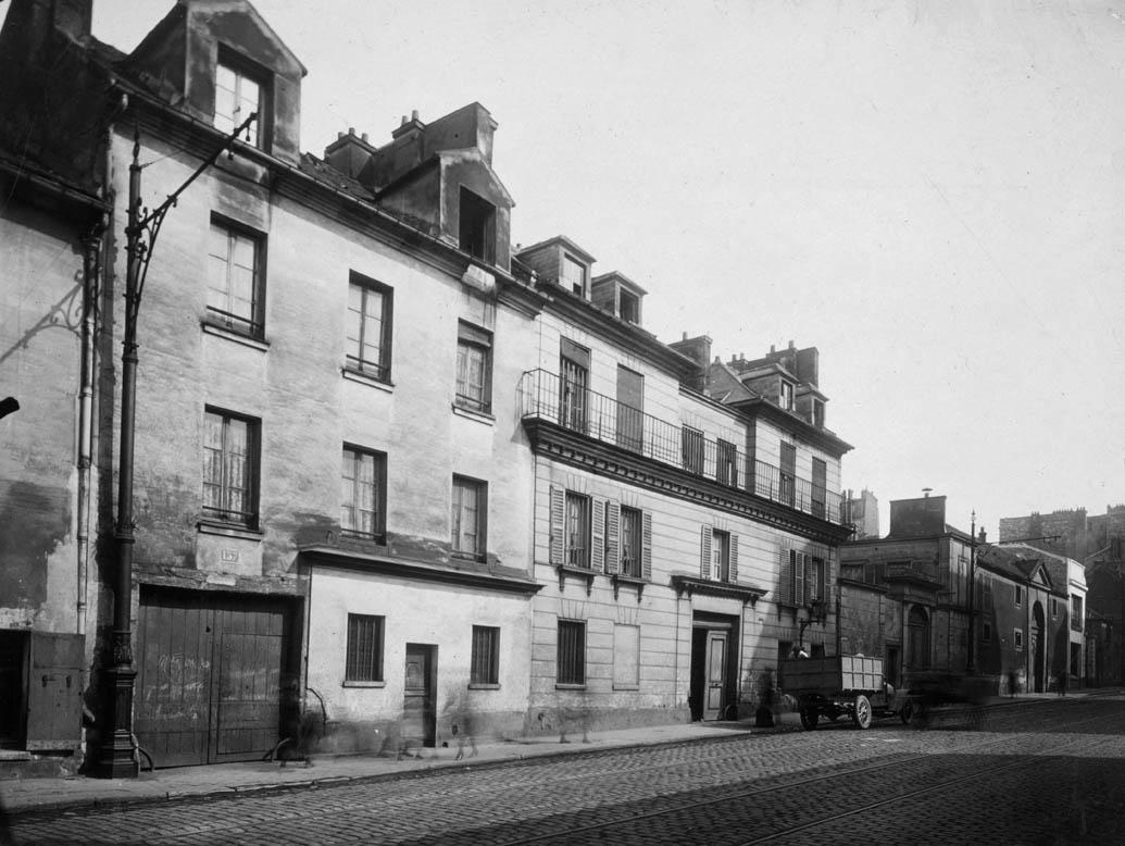 Porte de l'ancienne maison de santé de Jacques Belhomme, 161 rue de Charonne, en 1920